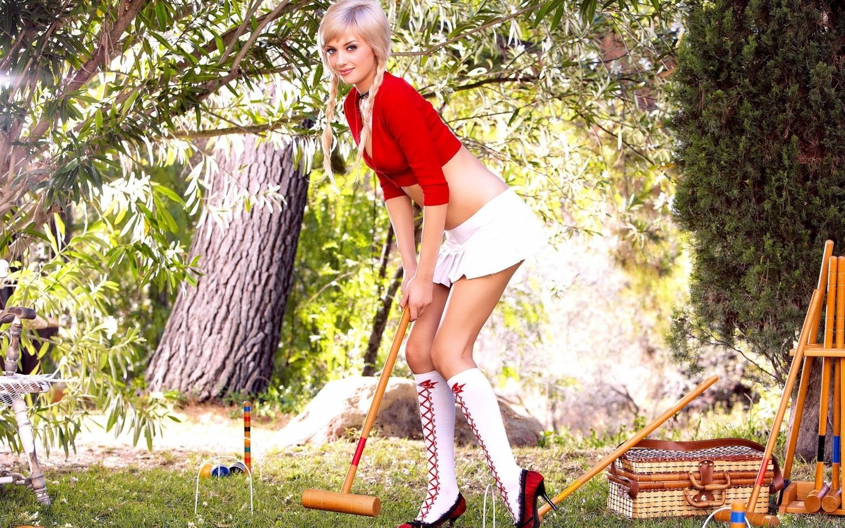 Фото блондинокв мини юбках 21 фотография