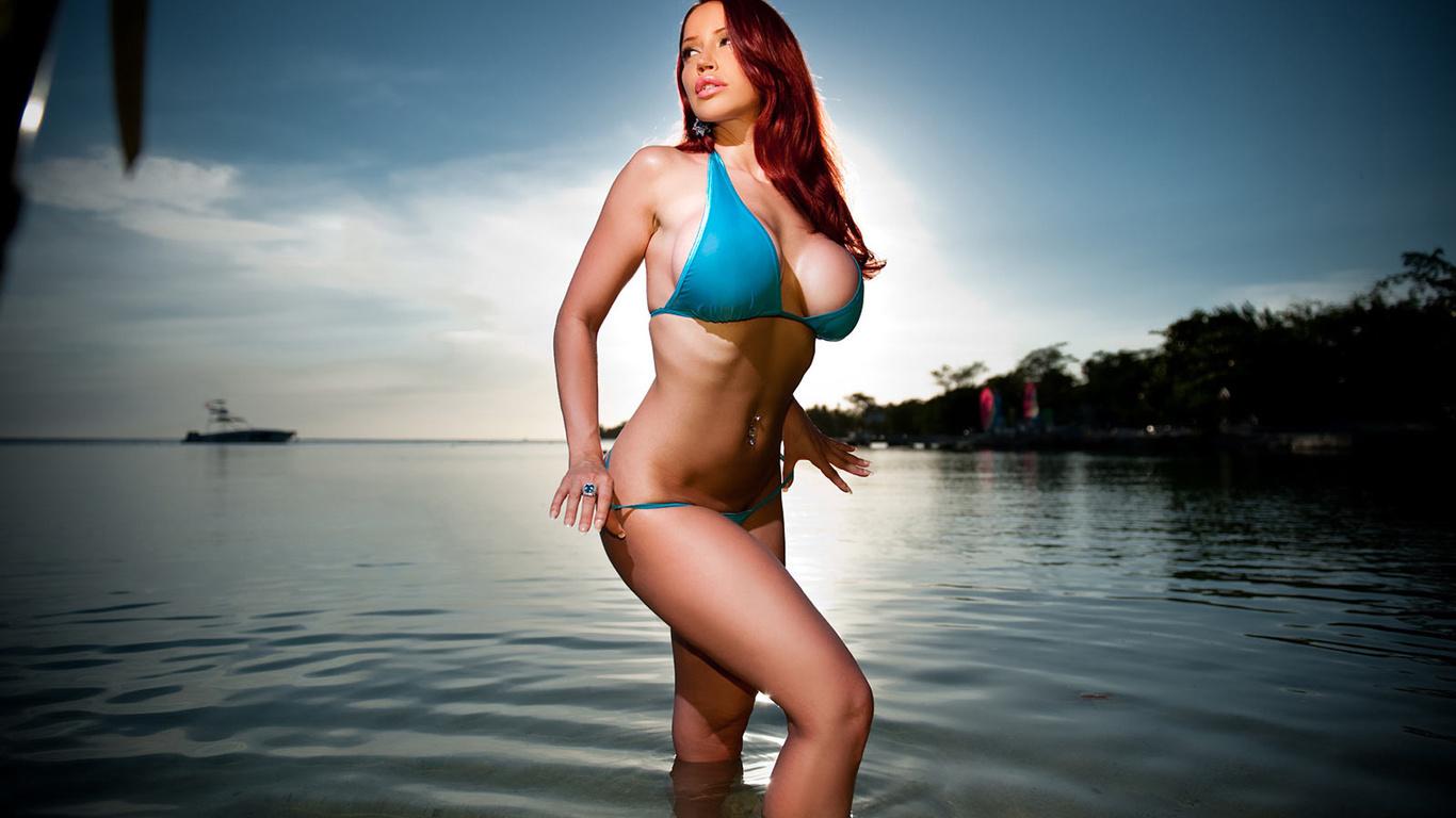Рыжие девушки в купальнике на пляже 13 фотография