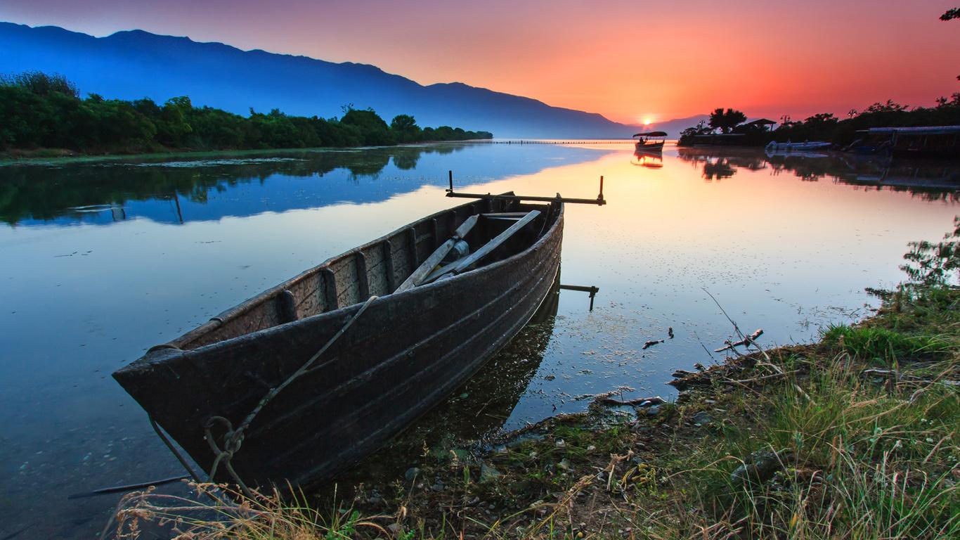 фото лодки на пруду