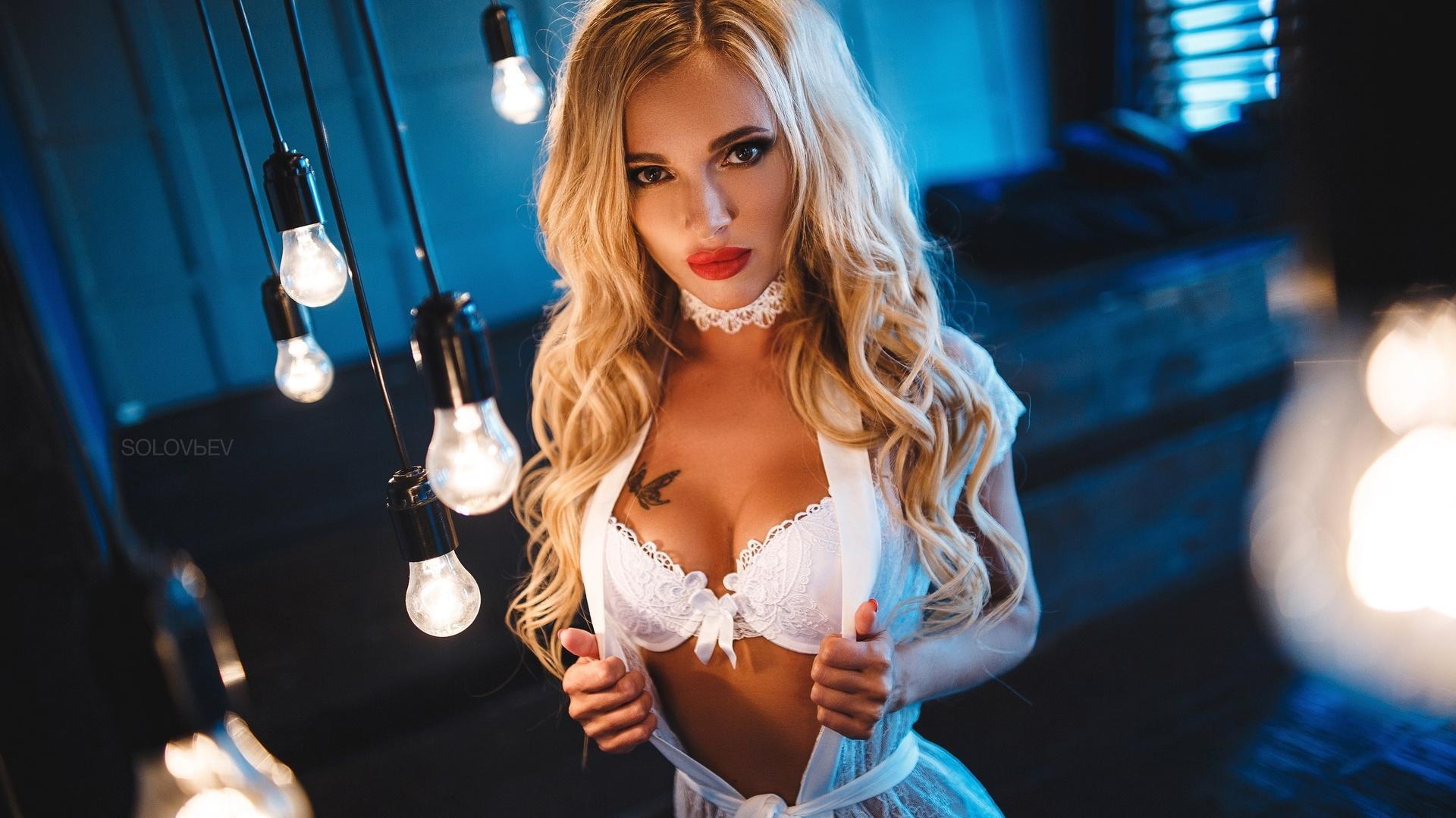zhmzh-blondinka-i-bryunetka