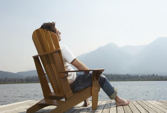 отдых, мужчина, у причала, пейзаж, деревянное кресло