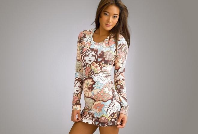шатенка, азиатская внешность, цветное платье