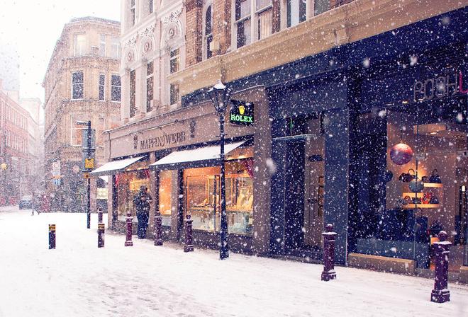 Зима улица магазины европа город