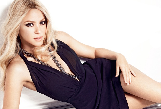 Блондинка длинными волосами платье фото