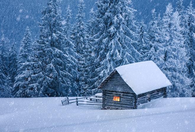 Картинки домика в лесу зимой