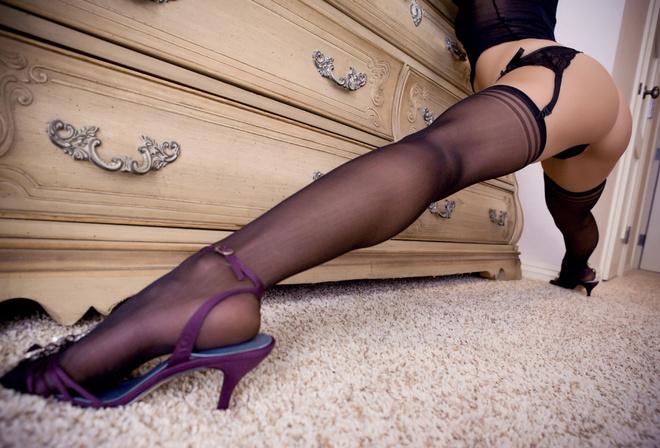 Попка, ноги, поза, чулки, бикини, корсет, бельё, кружева.
