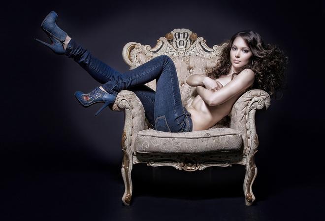 фотосессия девушки в кресле