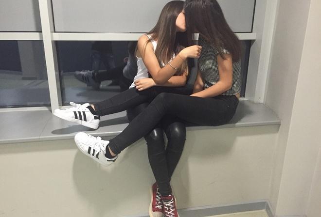 девушки целуются девушками фото
