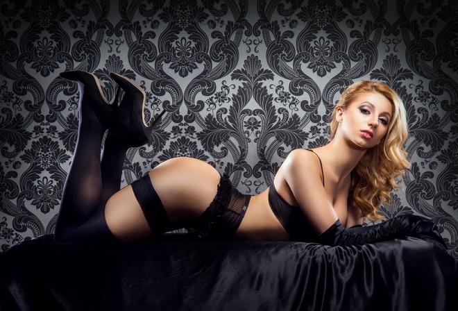 фото девушек красивых в черных чулках