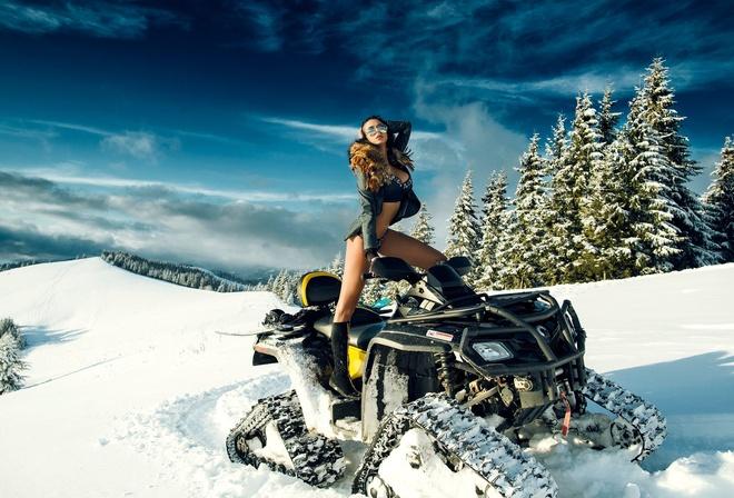голышом на снегоходе фото