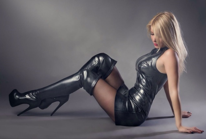 фото девушки в ботфортах порно