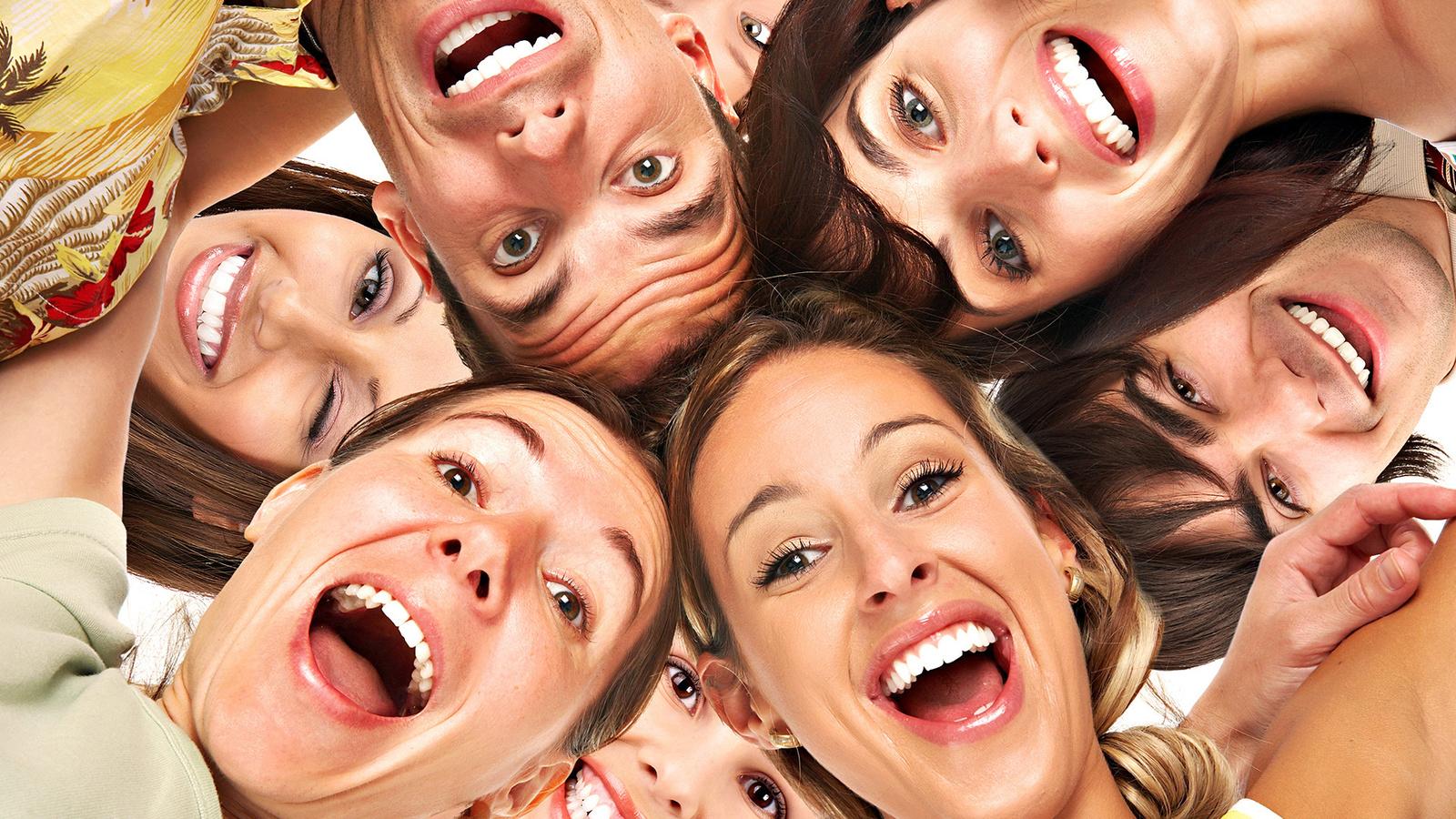 Люди улыбки радость смех позитив