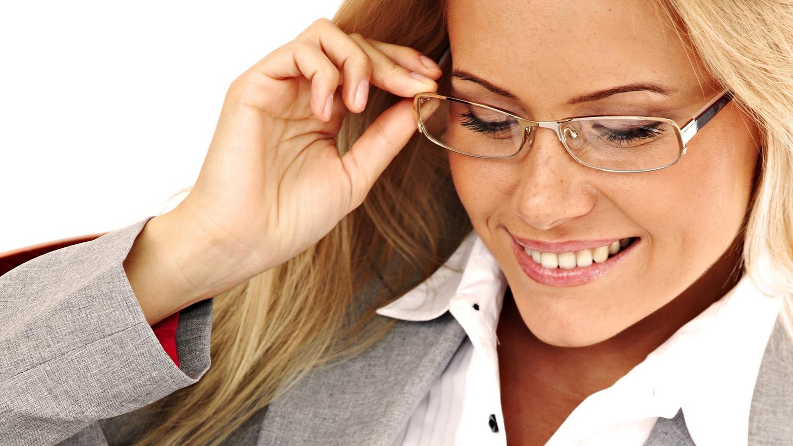 людей в очках