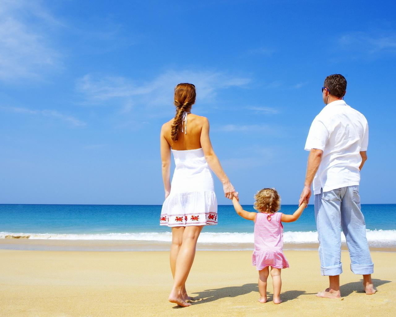 Семья любовь красиво берег песок