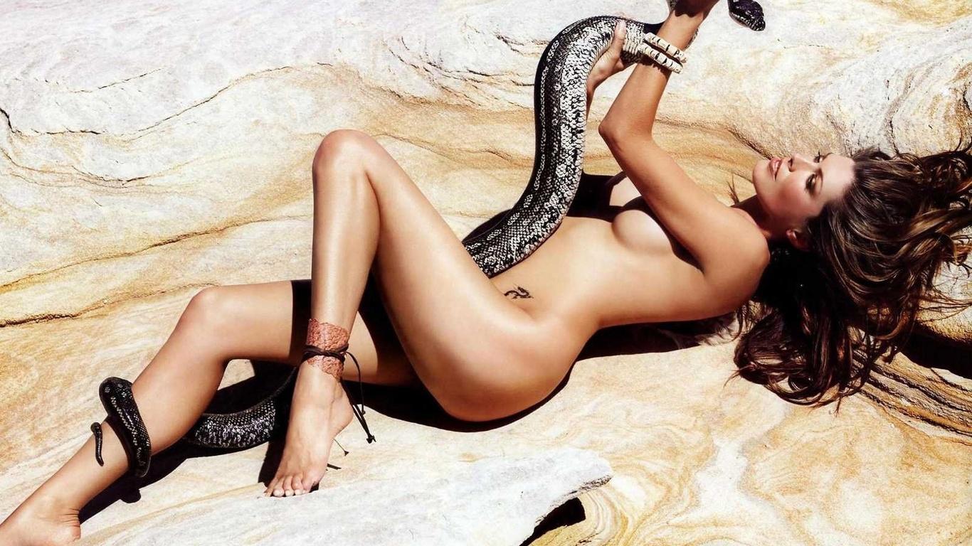 Видео голая девушка со змеей фото 667-64