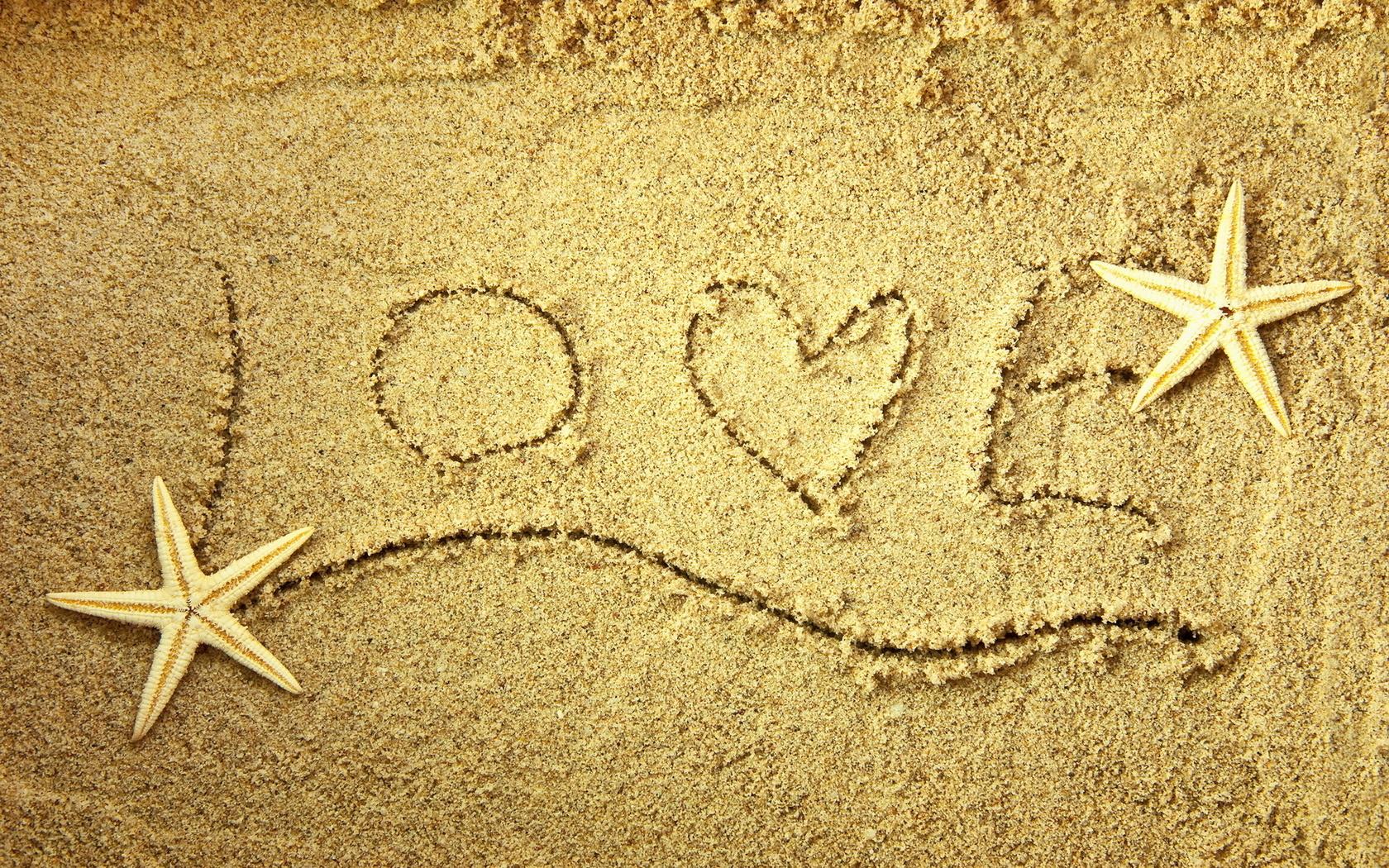 Обои слова love сердце песок любовь