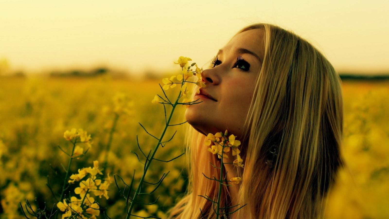 Красивая природа цветы девушки