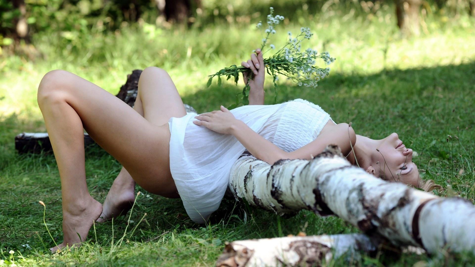 ГОЛЫЕ НА ПРИРОДЕ девушки и женщины   Голые в лесу