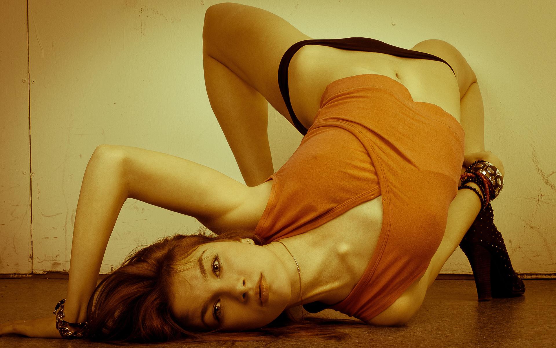 Сногсшибательная гибкость девушки 16 фотография