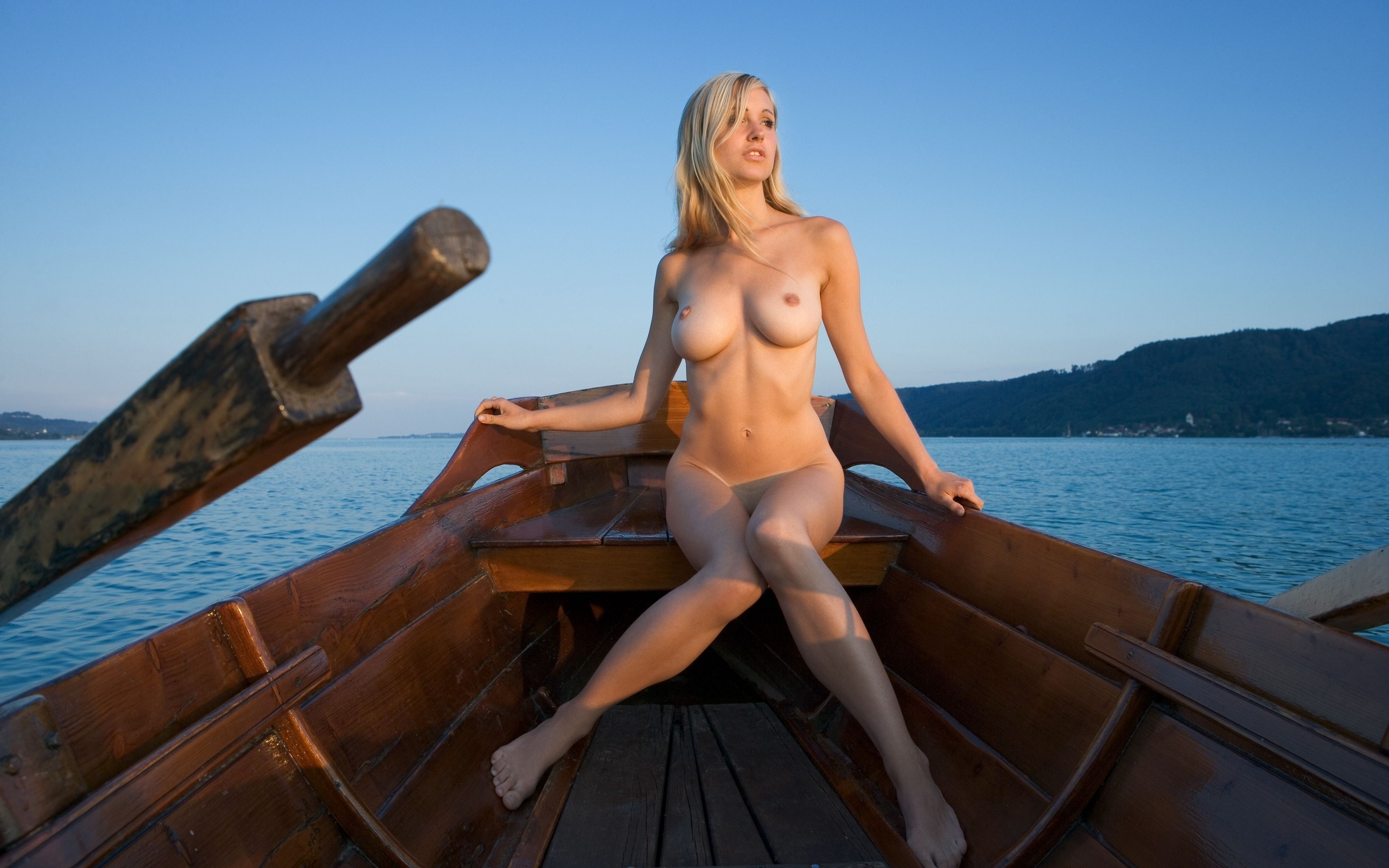 Эротика в лодке