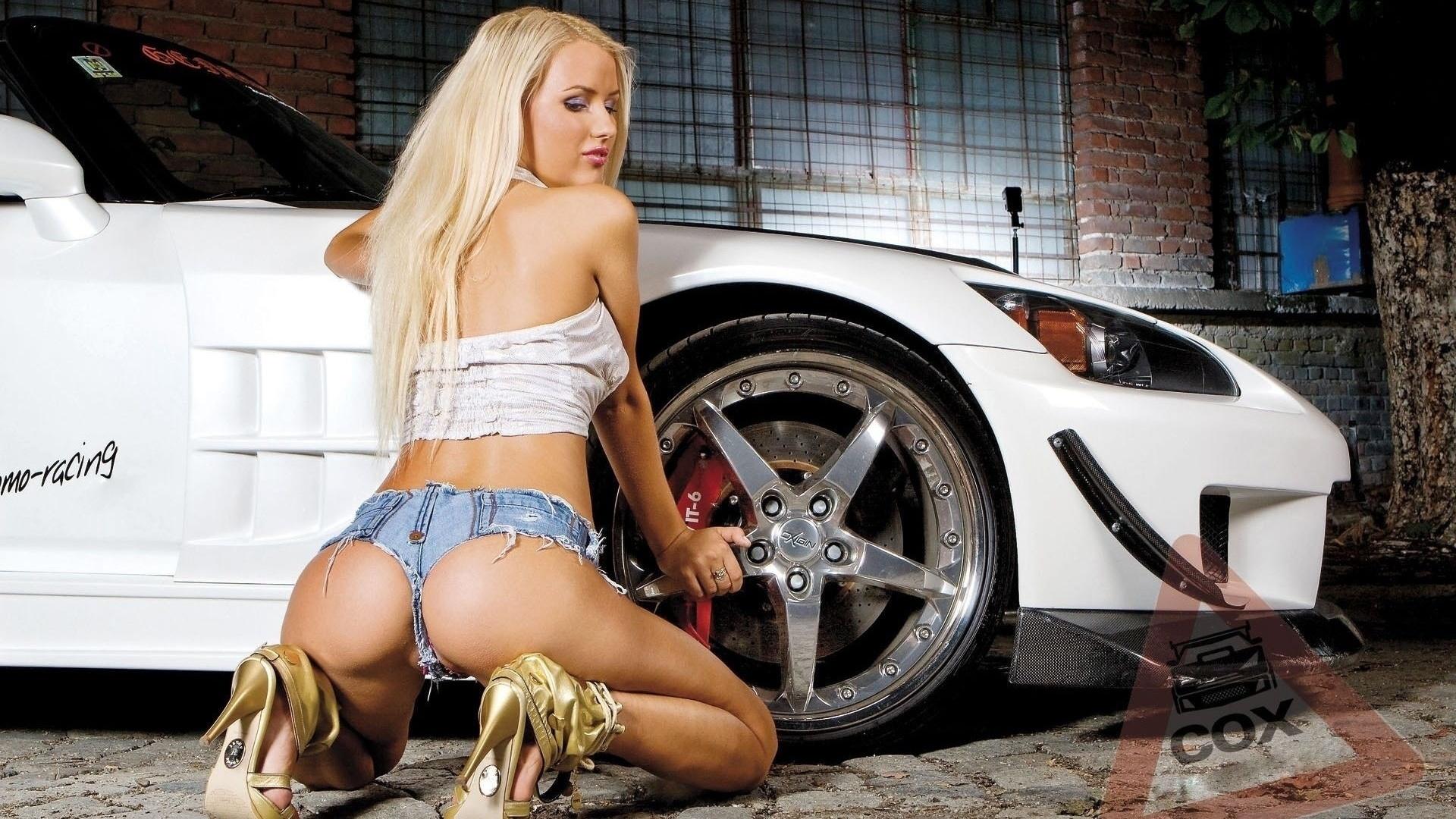 фото девушки возле машины