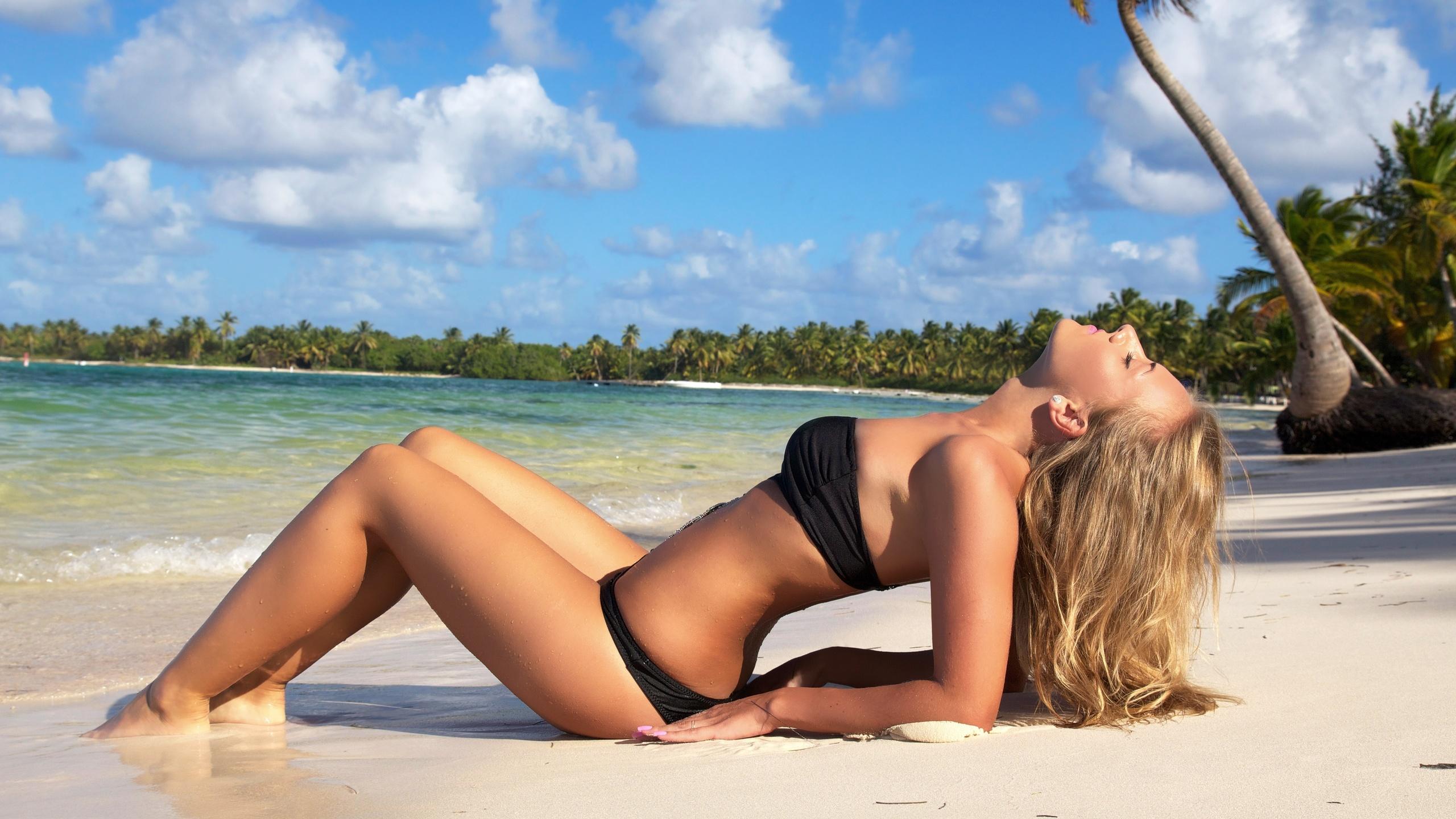 Картинки девушек блондинок в купальниках фото 487-356