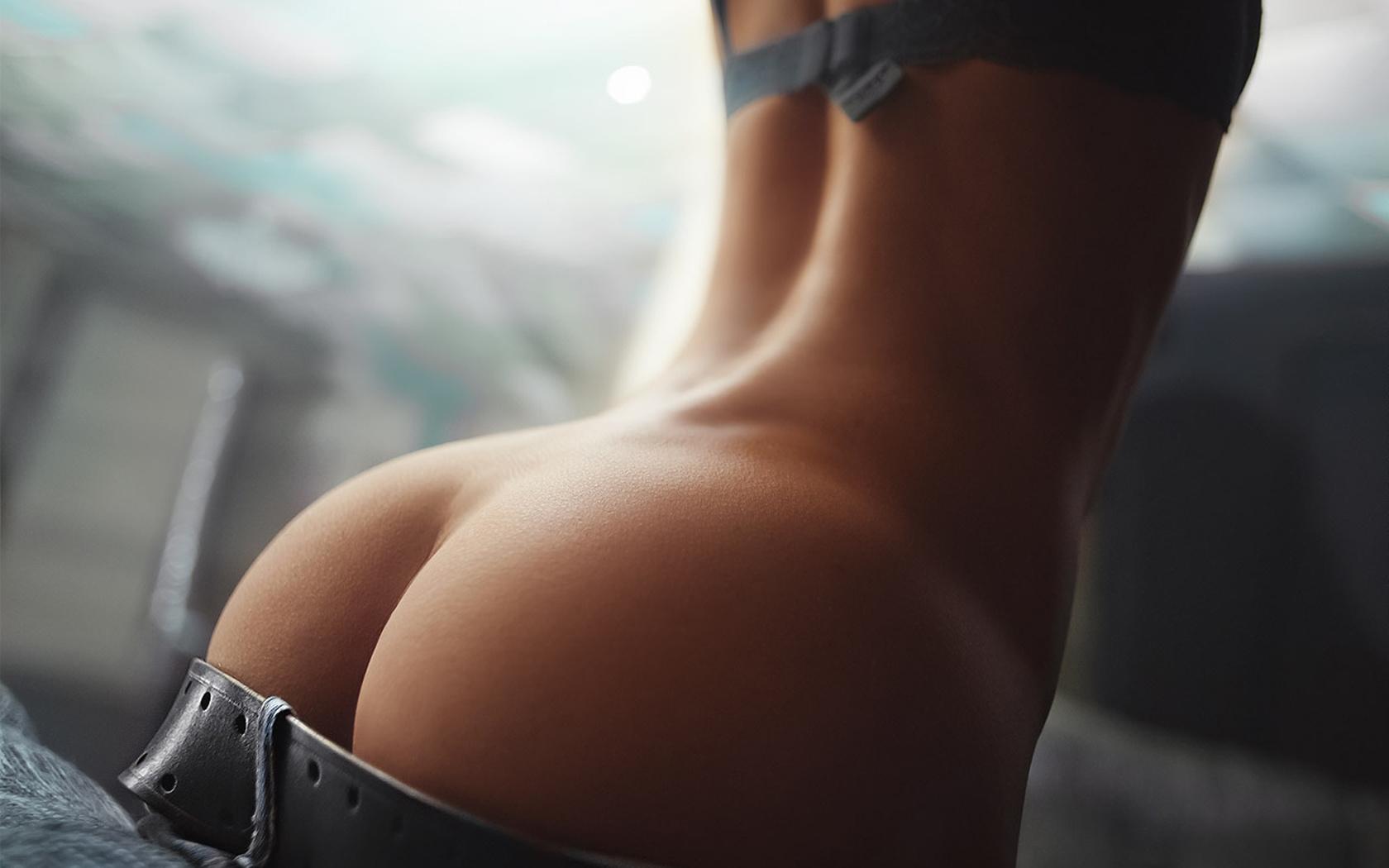 porno-pishnie-zadnitsi-zrelih