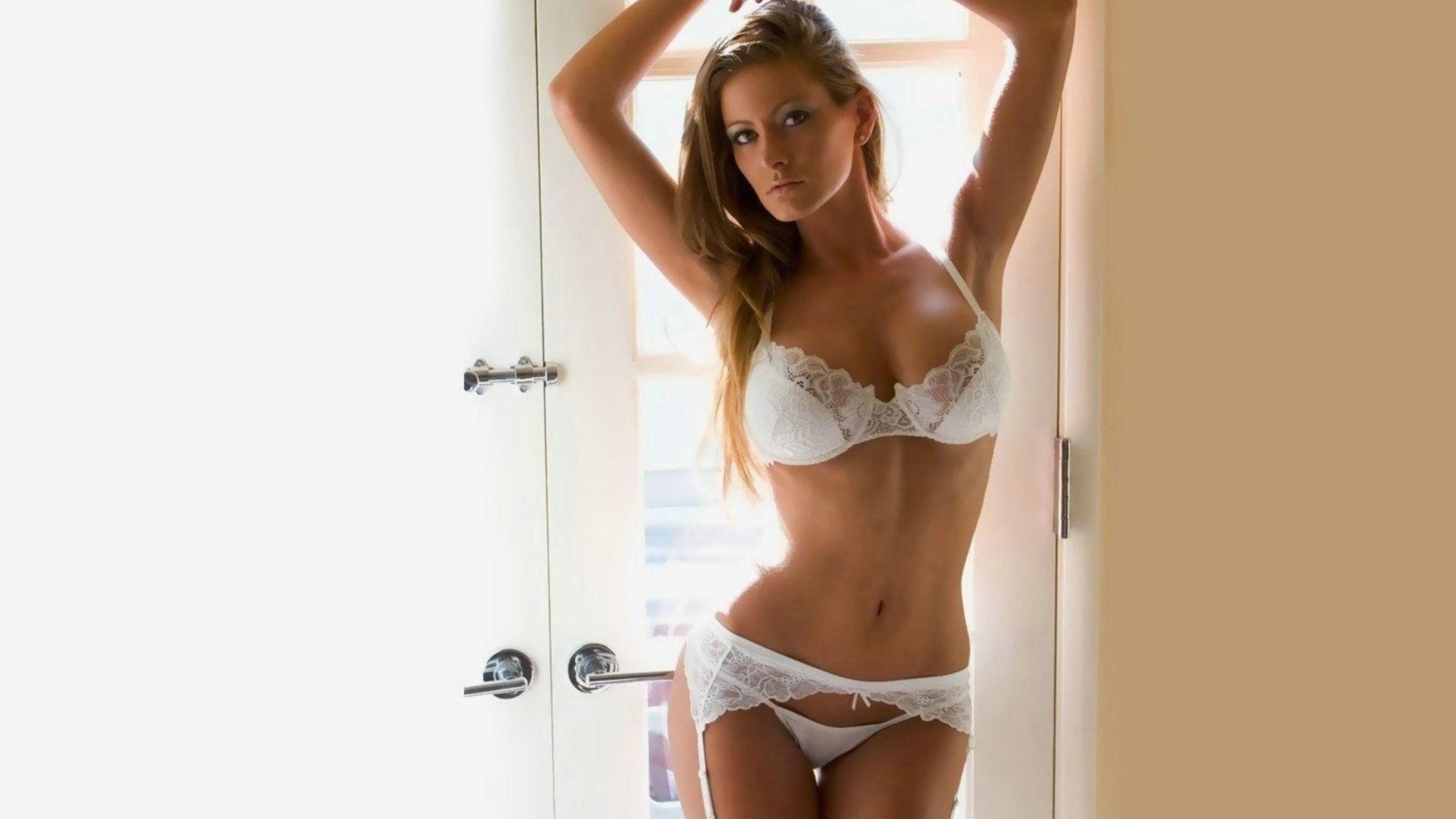 Фото красивых девушек без белья 18 лет 5 фотография