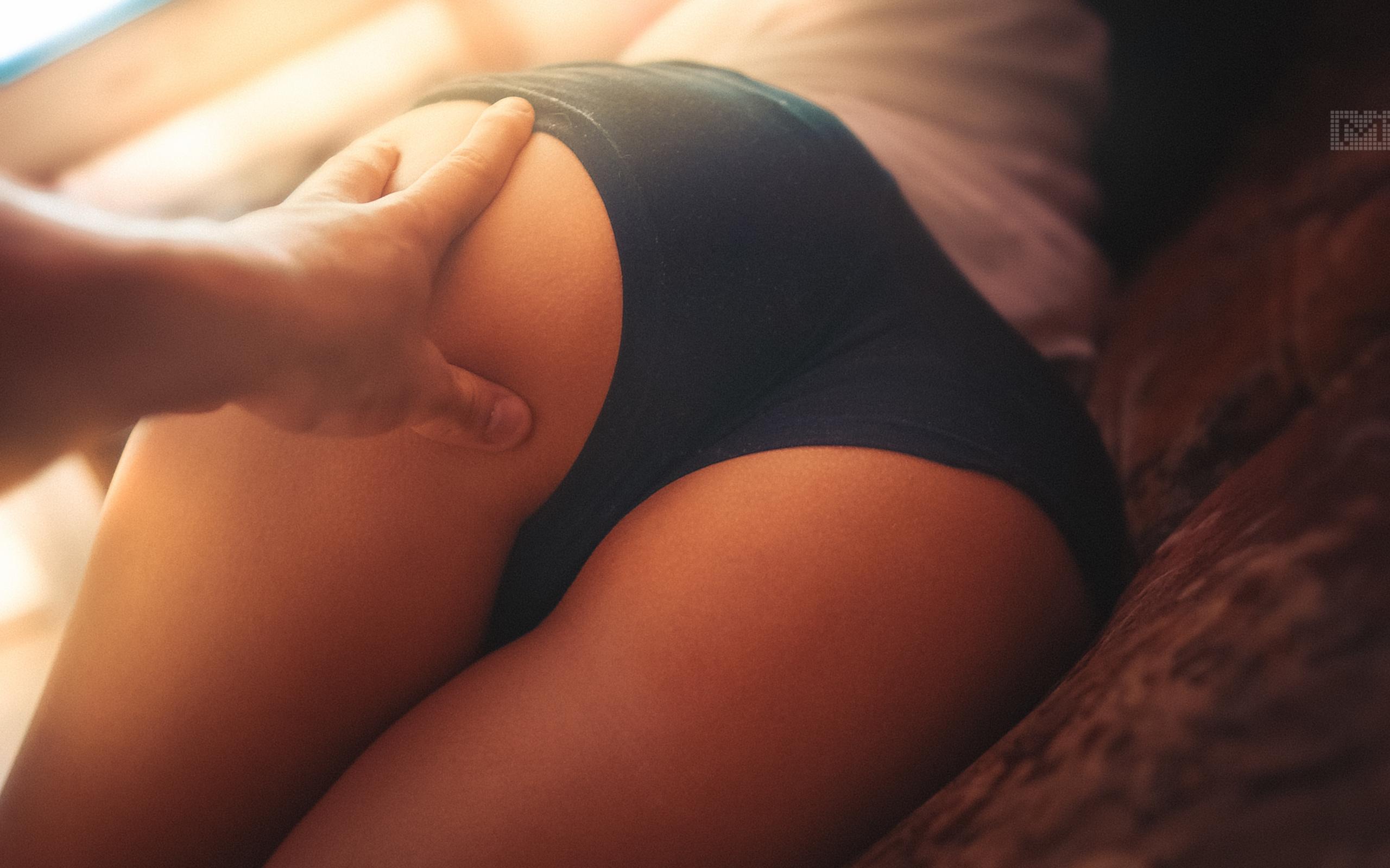 Трогает спящую женщину 18 фотография