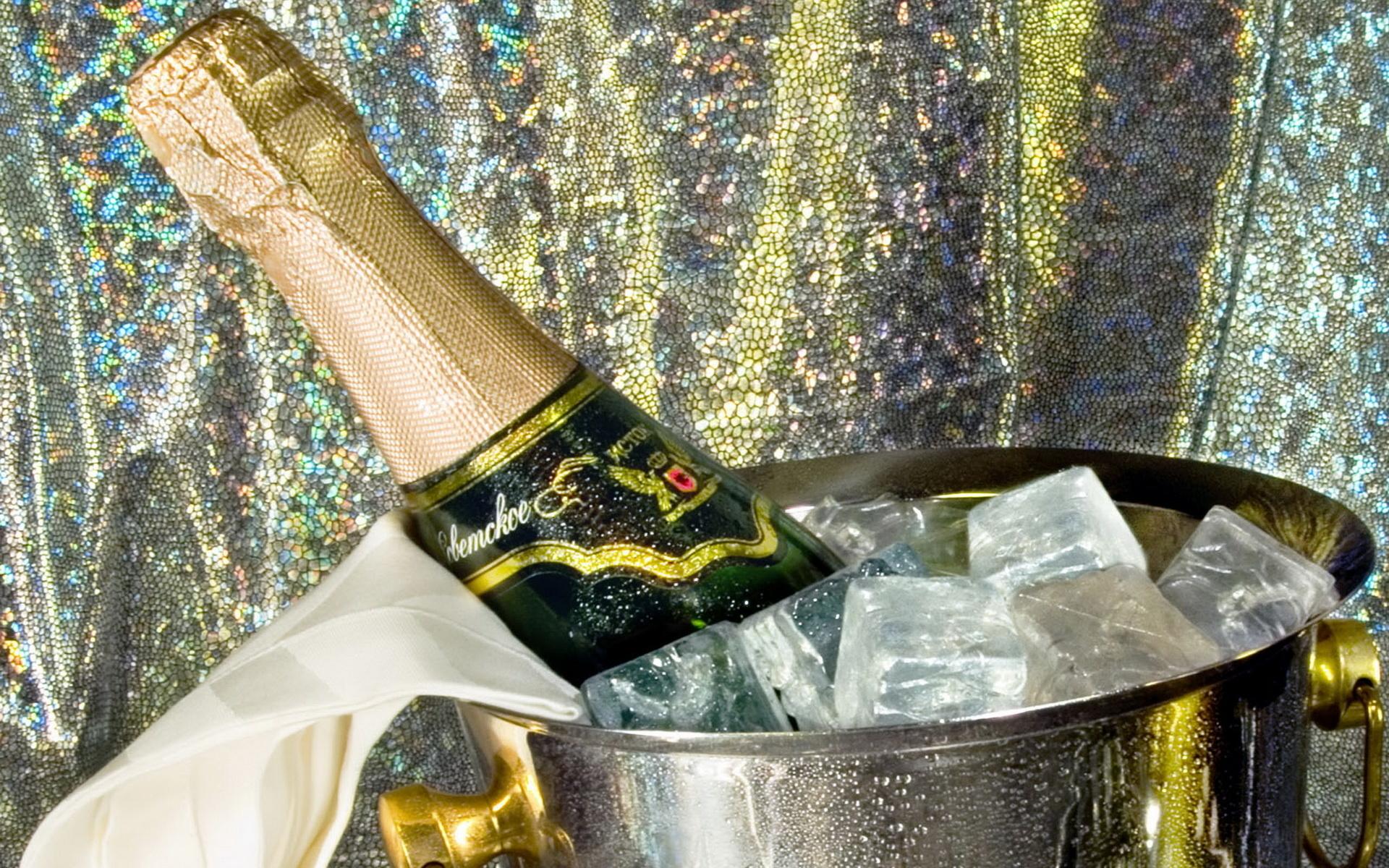 Студенты остались одни дома выпили шампанского и 12 фотография