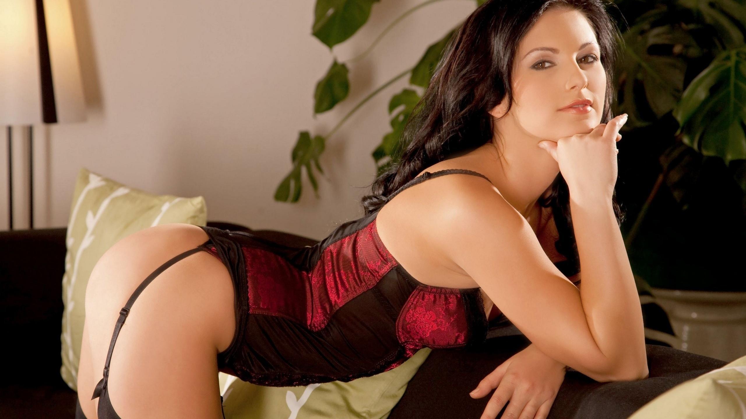 Девушка гот замотанная в целлофан порно фото бесплатно