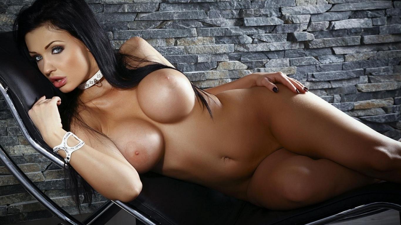 Эротические обои брюнетки большая грудь