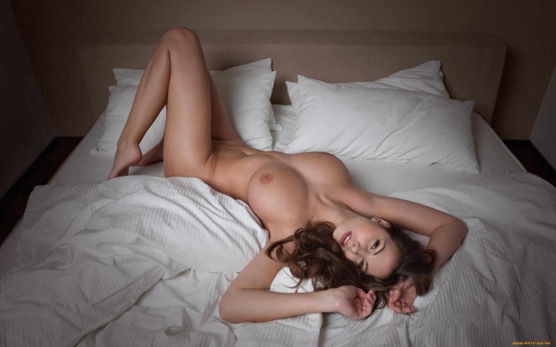 Секс в постели с красивыми девушками 27 фотография