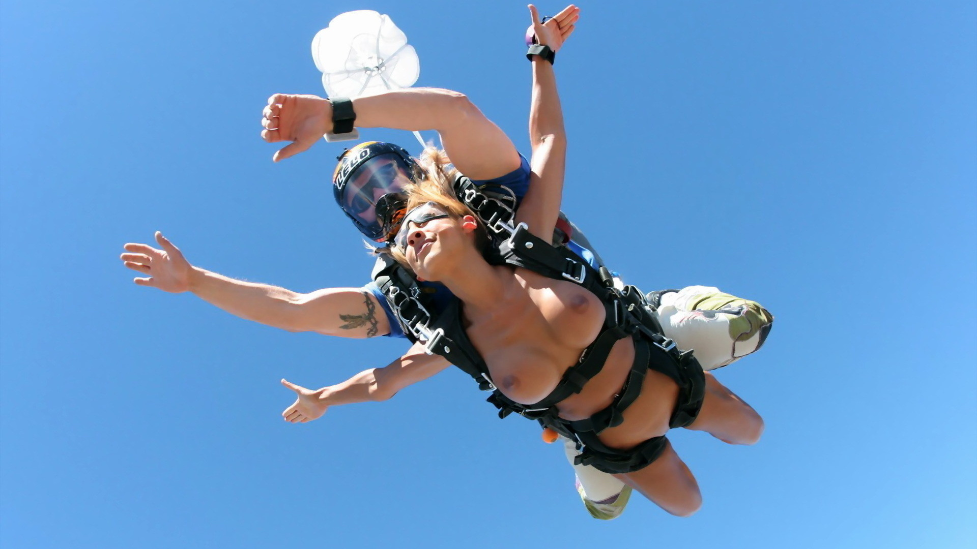 У девушек прыгают груди онлайн 11 фотография