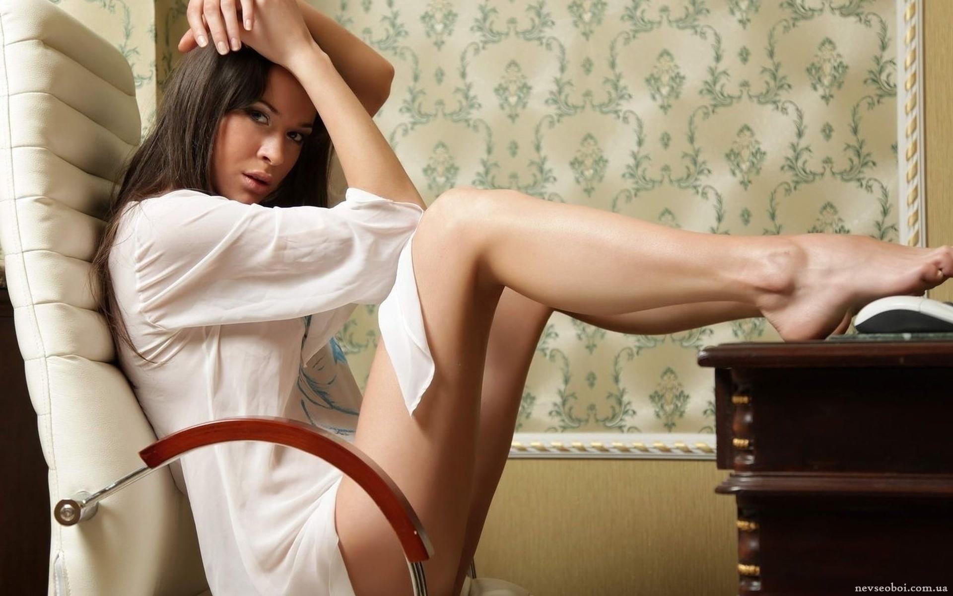 Фото на кресле девушки 1 фотография