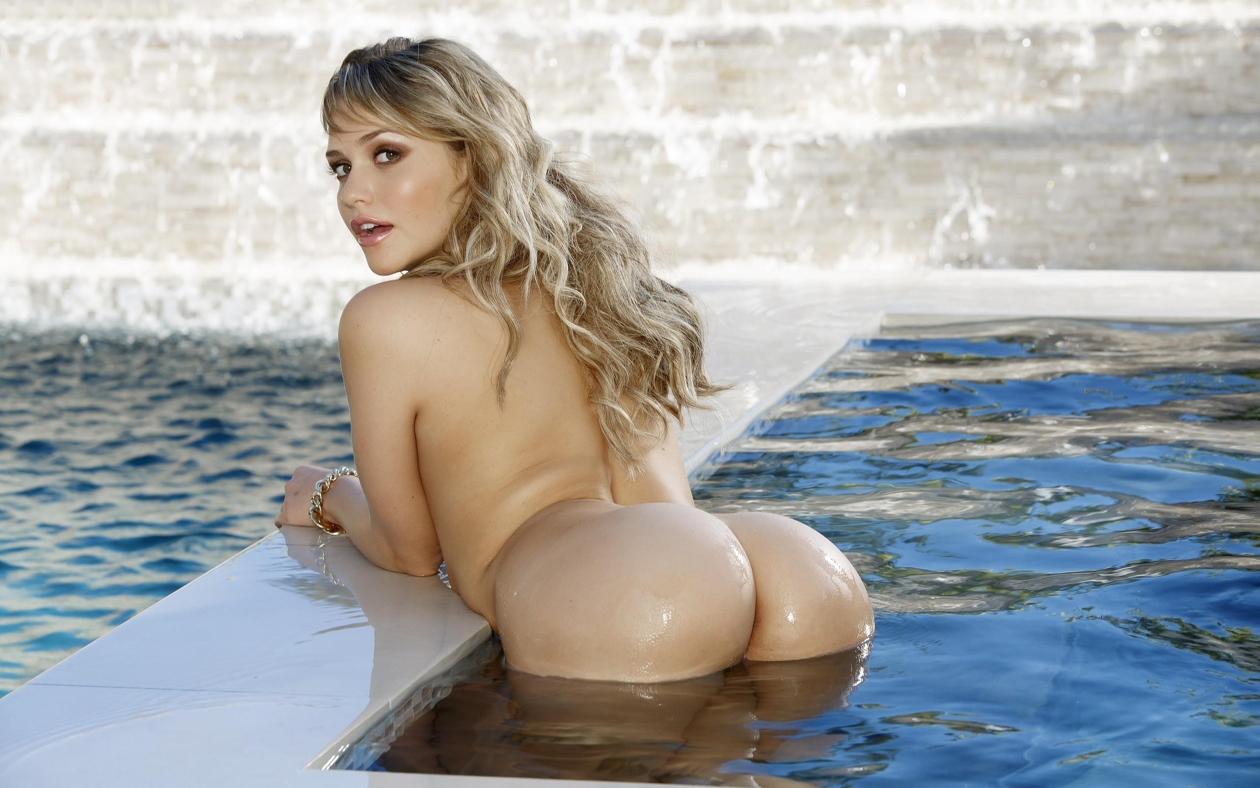 Сексуальные красотки в бассейне 23 фотография