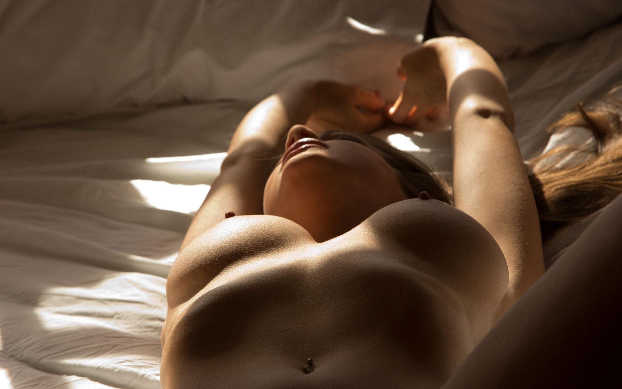 Фото голых красивых девушек в постели 5 фотография