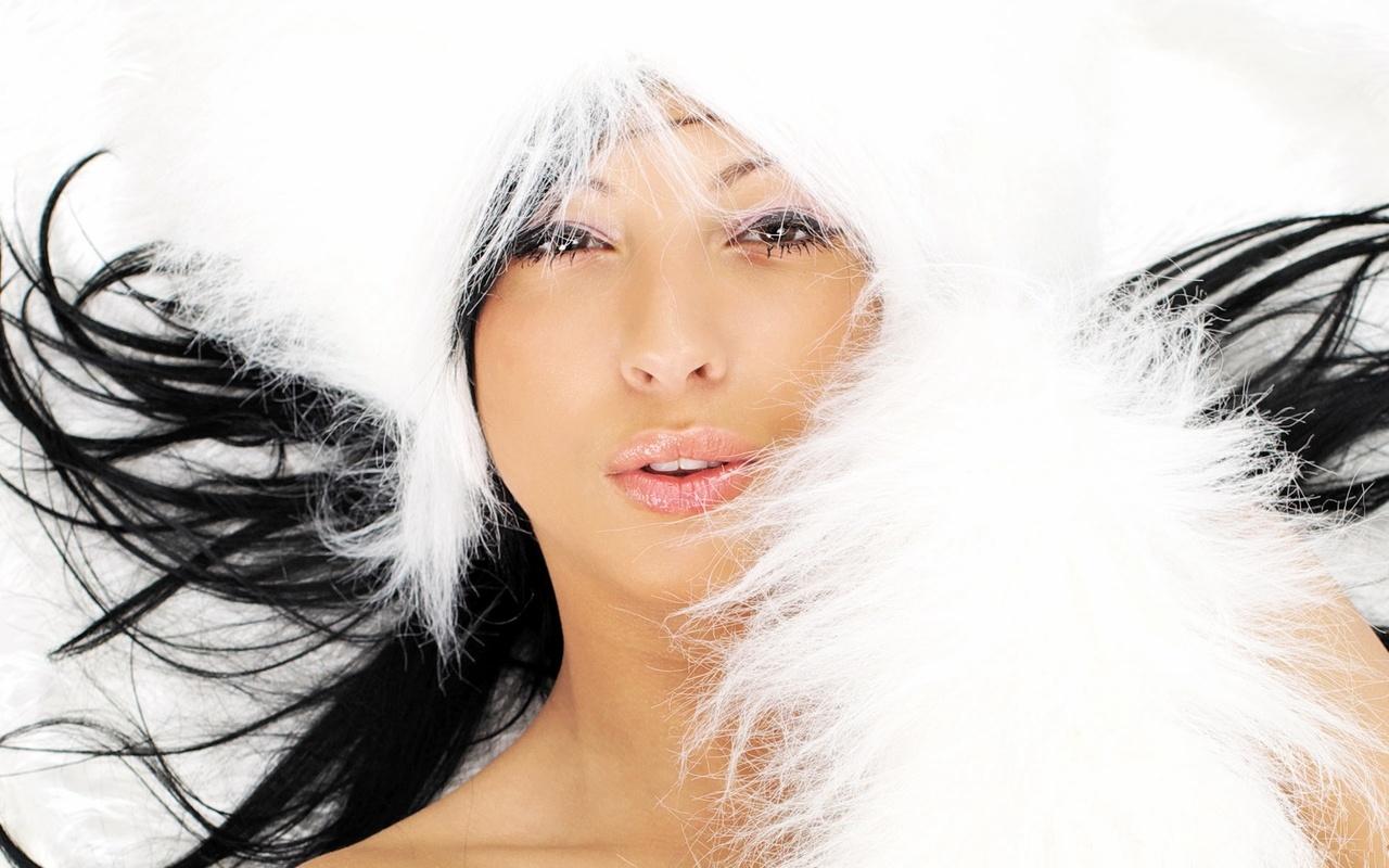 Фото красивой девушки брюнетки снегурочки 22 фотография