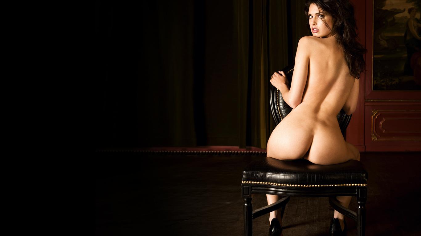 Сидячие на стуле женские попки 2 фотография