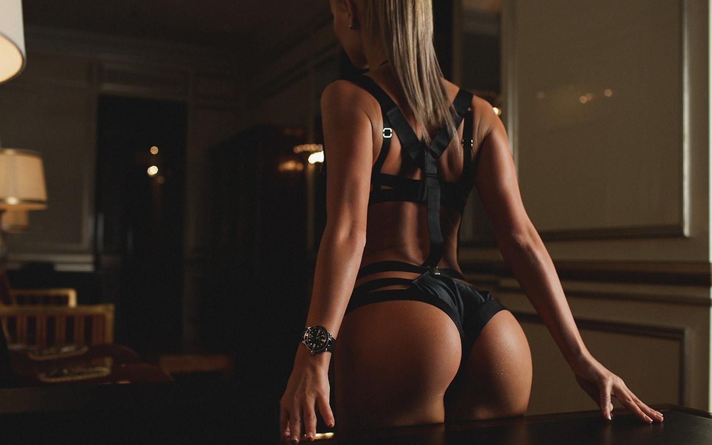 devushki-popki-eroticheskoe-foto