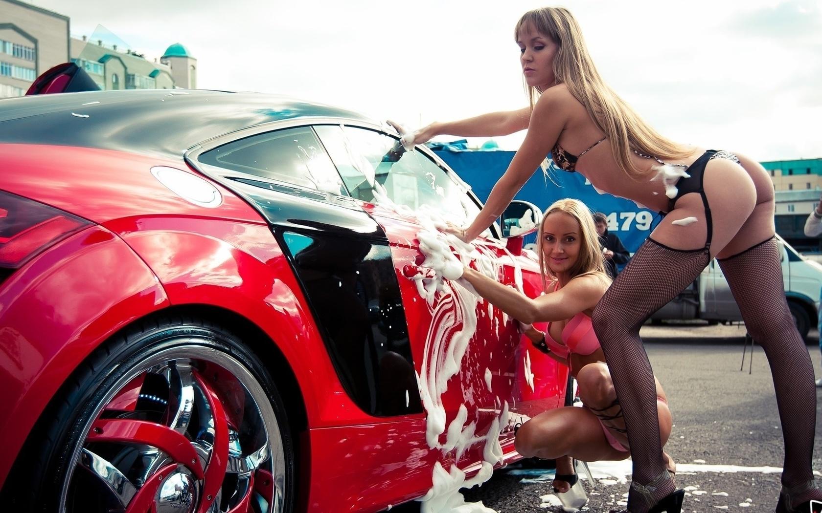 Тёлки голые моют машины смотреть 10 фотография