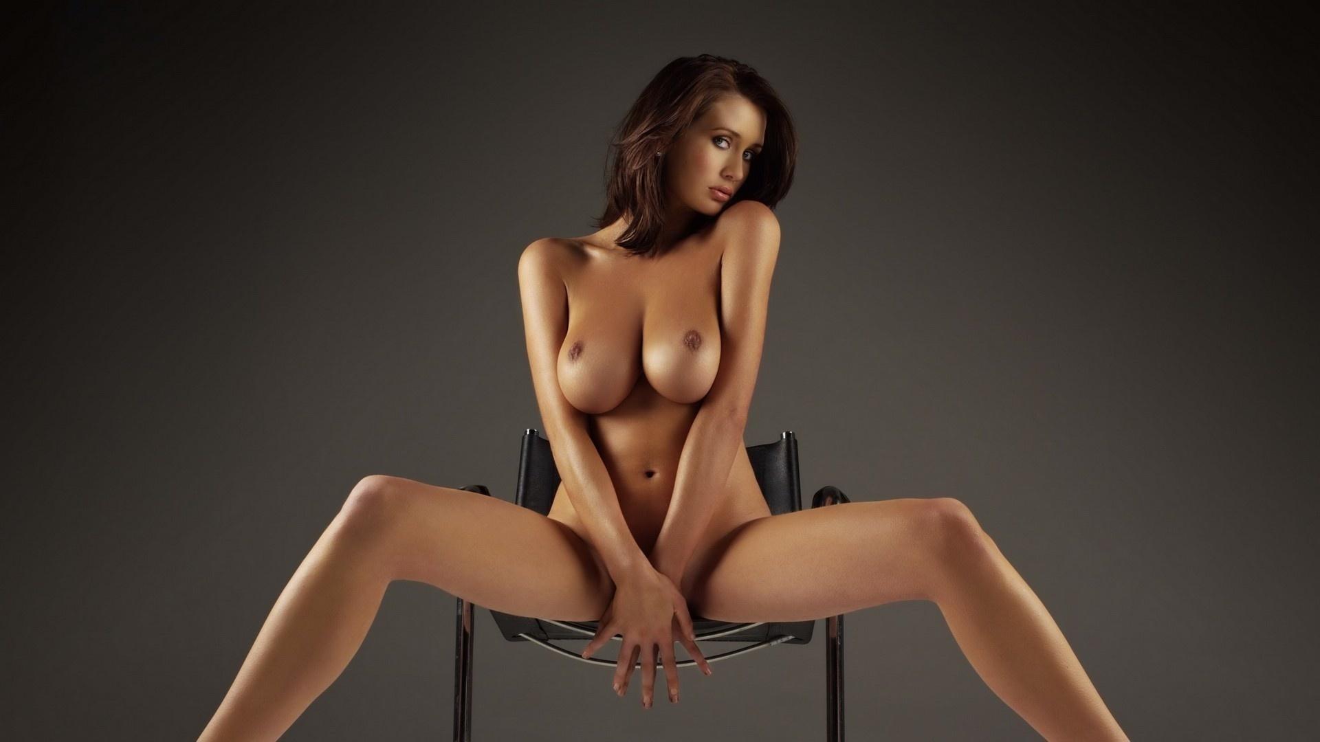 Фото красивых голых девушек на стуле 8 фотография