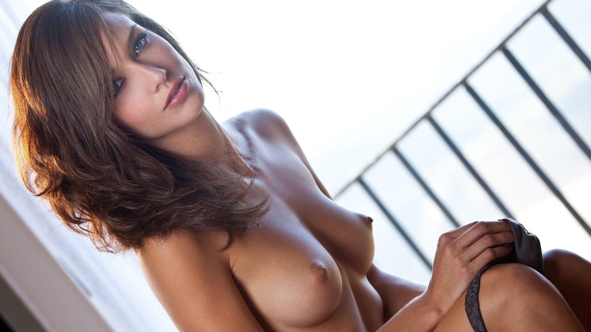 Самая сексуальная маленькая грудь 5 фотография
