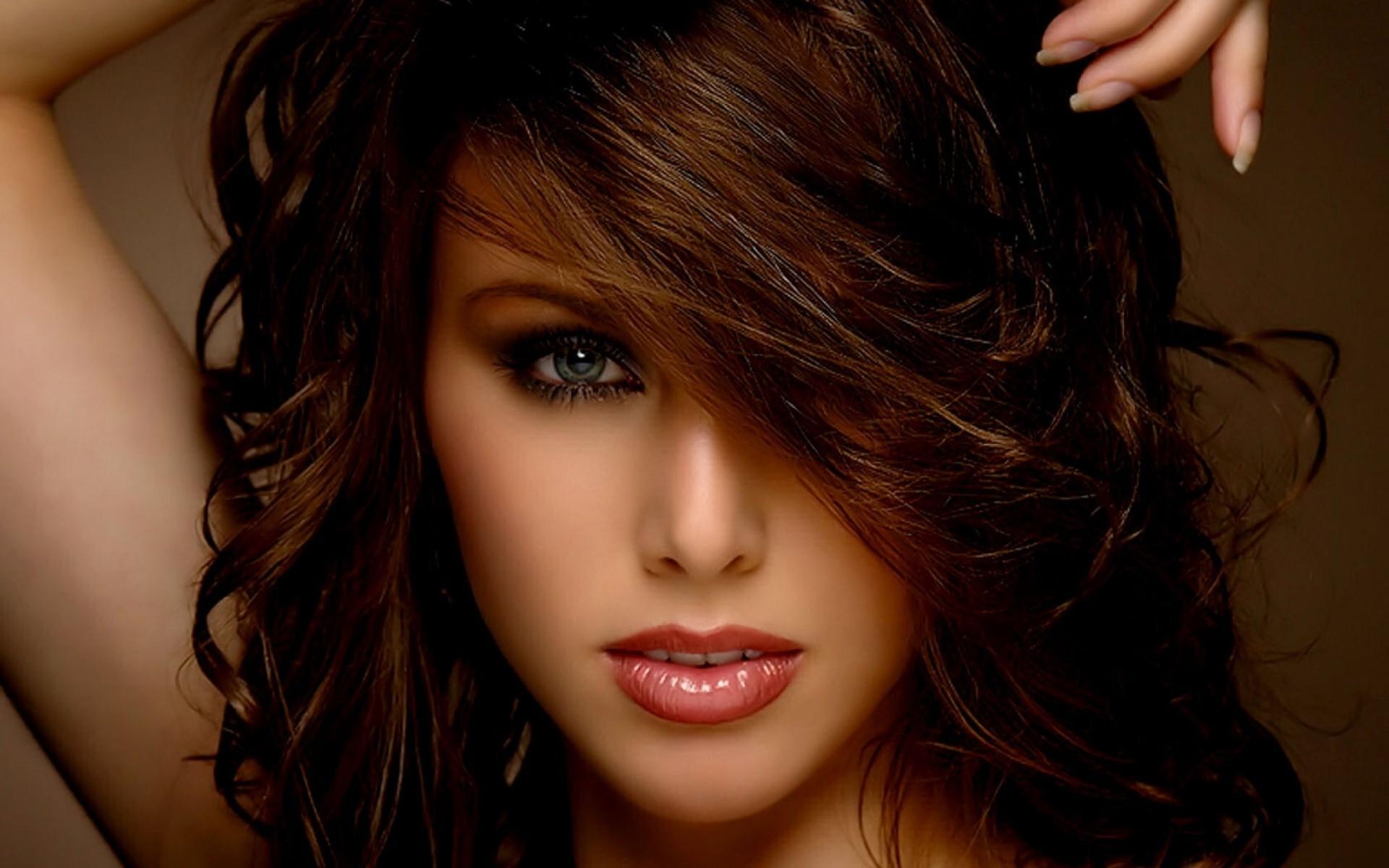 Фото брюнетки с красивыми волосами 26 фотография