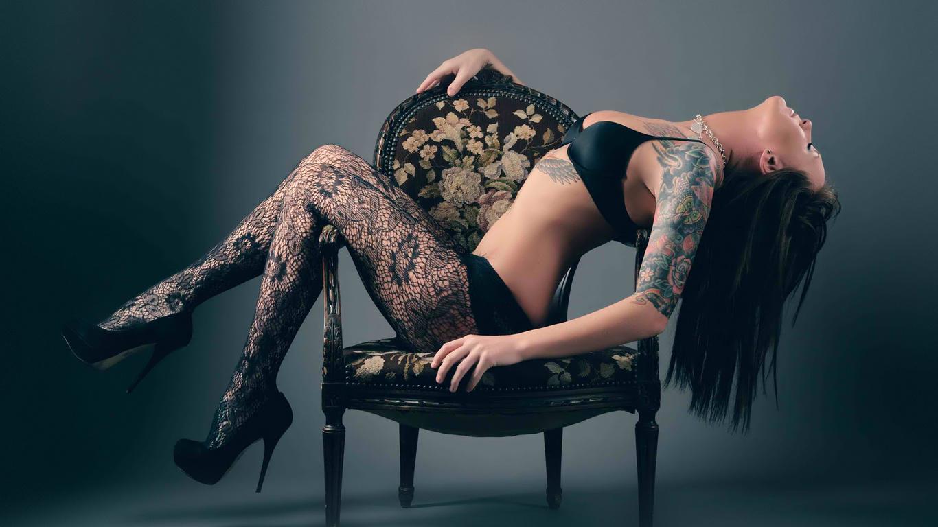 Татуировки на титрах без лифчиков и не закрывая нечем 20 фотография