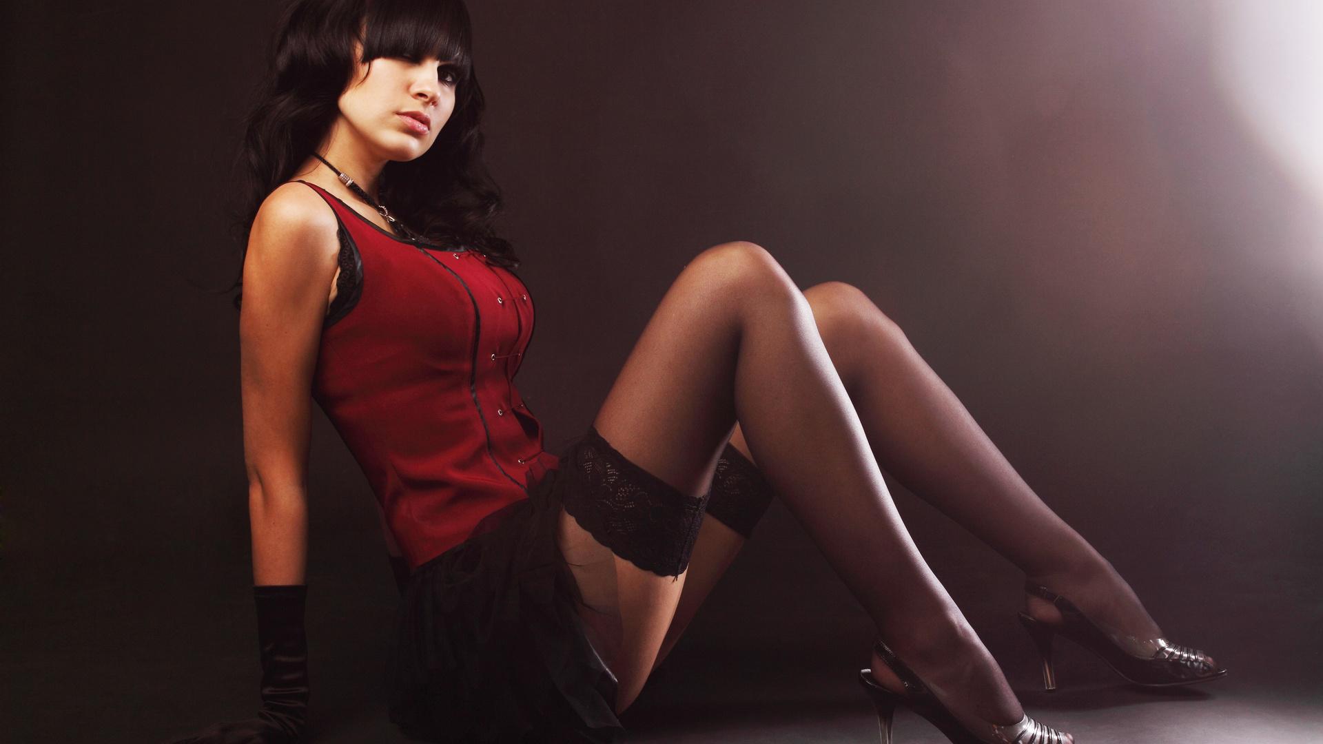 Фото девушка сидит в чулках изгибы формы 22 фотография