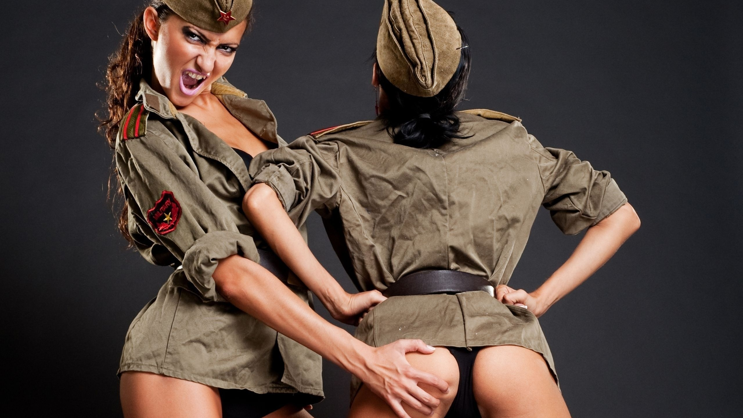 Фото девушек с оружием без одежды 23 фотография