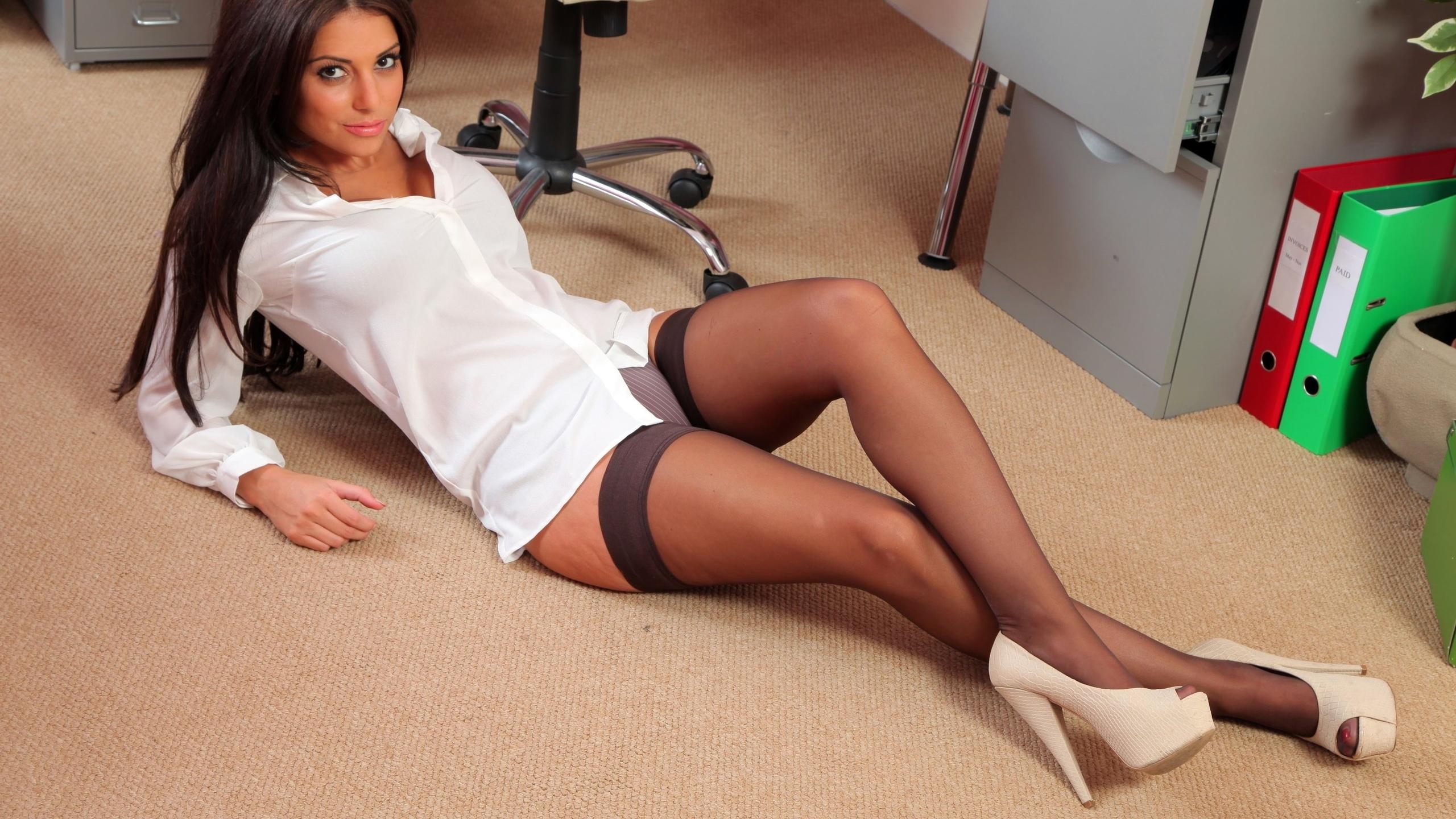 У секретарши между ног 8 фотография