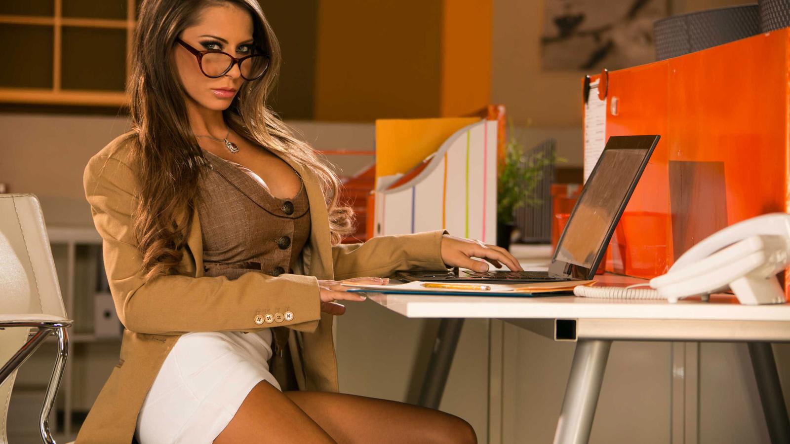 Секретарша в офисе фото 12 фотография