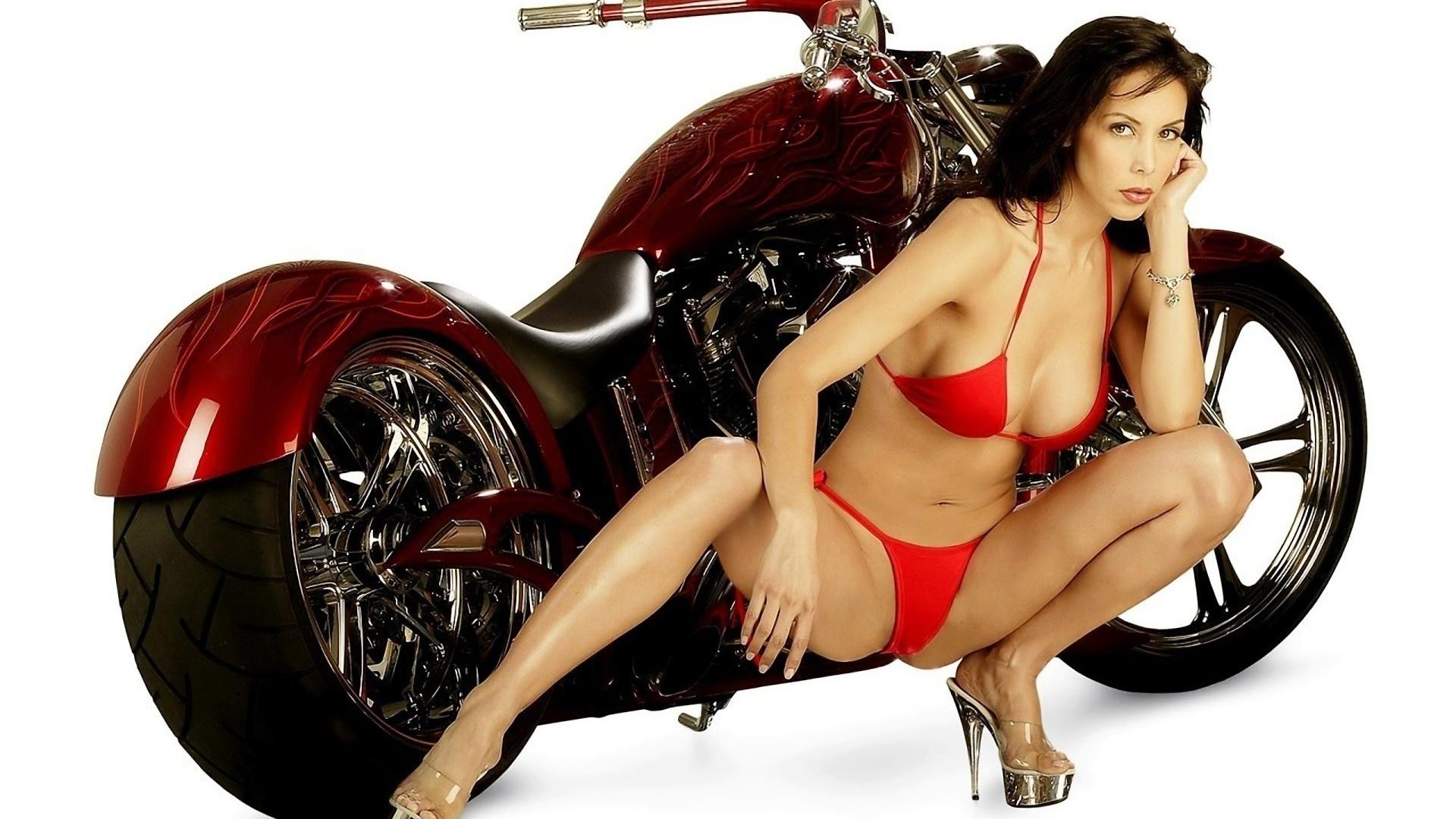 Целки на мотоциклах 26 фотография
